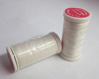 Thread Ecru 100% polyester 200 m