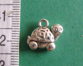 set of 2 silver charms turtle 13mmx13mm