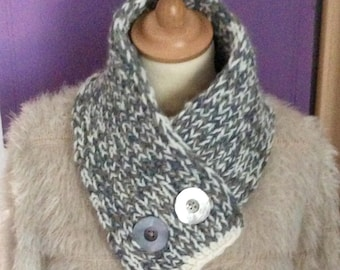 Neck-warmer scarf, Heathered beige and Ecru, closed with 2 large mother of Pearl buttons. By Mary j designs