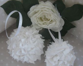 Free shipping! set of two decorative balls in white fabric