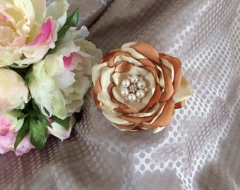 Flower 8 cm in beige and gold satin with Rhinestone