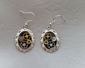 """Steampunk"" gears and resin oval earrings"