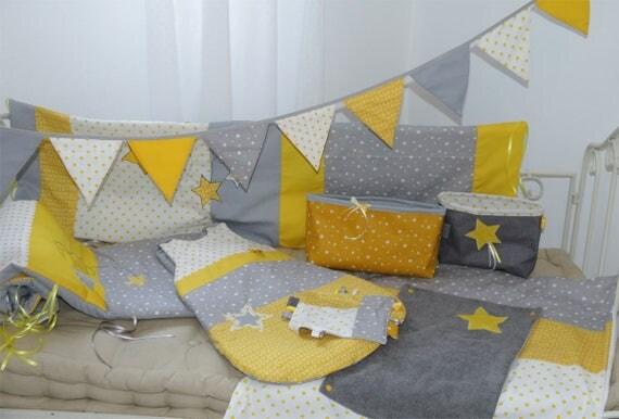 th me complet b b blanc jaune et gris tour de lit. Black Bedroom Furniture Sets. Home Design Ideas
