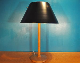 Scandinavian table lamp, Hans Agne Jakobsson, lacquered steel and pine