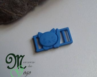 "Clip shaped blue plastic ""cat"" quick release buckle."
