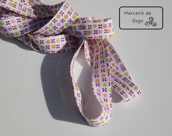 Bias folded, cotton 2 cm. White/multi-color pattern.