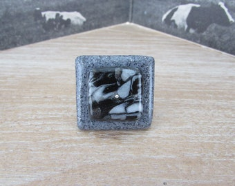 """Large square graphic pattern """"Stone"""" ring"""