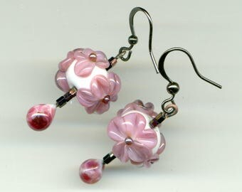 -30% earrings black metal and glass