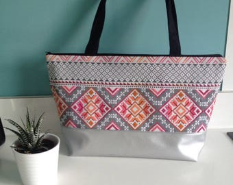 Large tote in gray and pink pattern