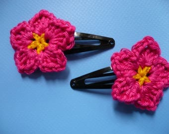 crochet pink flower 2 Bobby pins