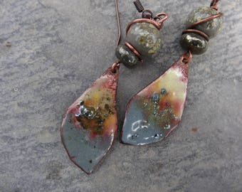 "Poetic earrings ""grey wings"" - French enamel, glass bead spun torch, pyrite"