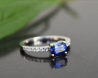 Natural Ceylon blue sapphire and diamond ring in white gold