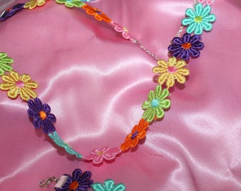 COLORFUL DAISIES NECKLACE