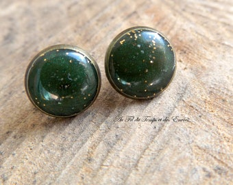 Emerald and golden stud earrings