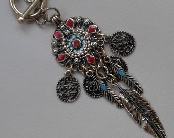 Ethnic necklace encrusted with pearls on gold chain and charms