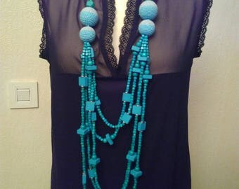 Turquoise colored wooden beads necklace