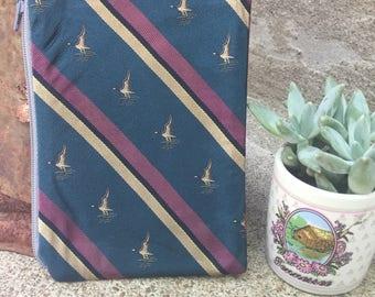 Mallard Duck-Themed Small Vintage Tie Zipper Pouch