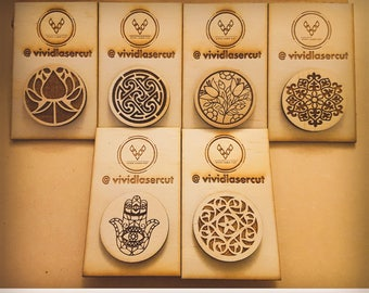 set of 6x Wooden Brooches