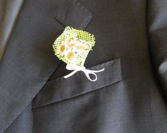 Daisy and cone color green and white boutonniere