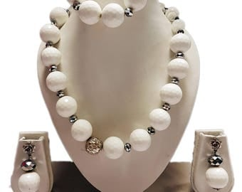White and silver bead jewellery set