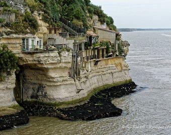 Caves of Regulus meschers on Gironde