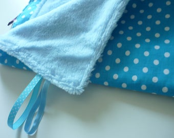 Cosy baby blanket blue with white dots, very soft and great for the nap, stroller, in the car, everywhere !