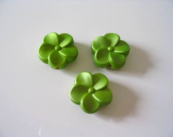 3 matte green acrylic flower beads