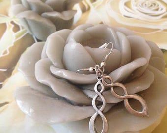 "Earrings ""tracery charm"""