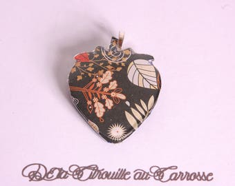 Pendant black, red and beige leaves pattern