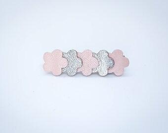 Barrette en cuir rose pâle et argent