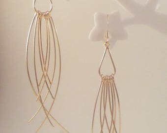 """Drop with curved wire"" earrings gold"