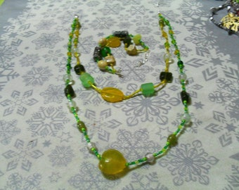 set (necklace and bracelet) trendy and colorful (green and yellow)
