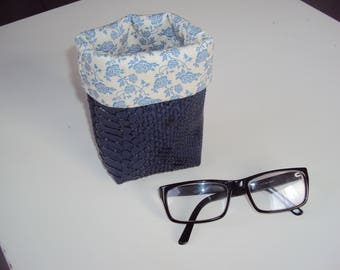 "Small pot ""wears glasses"""