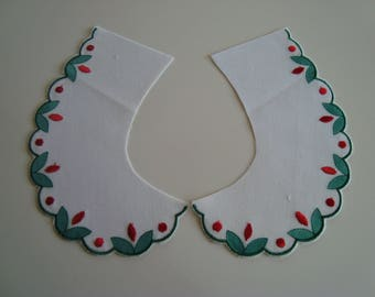 Peter Pan collar white cotton with embroidery in red and green border Green