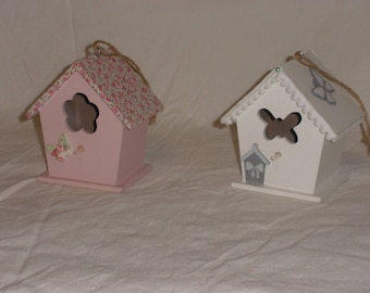 Small birdhouses wooden decoration, a white, the other pink