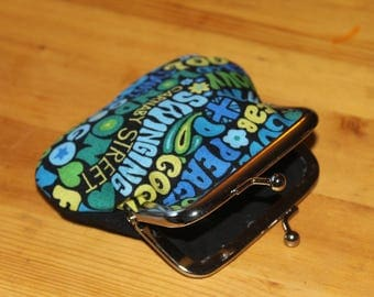 Coin purse with metal clasp