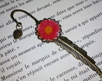 Bookmark - fantasy - feather cabochon 'blush'