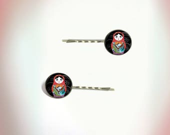 2 hair clips - vintage - Russian dolls - red and black