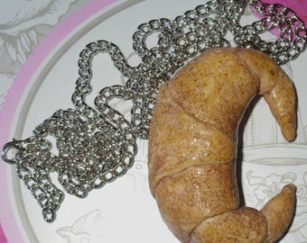 Large gourmet necklace Crescent butter