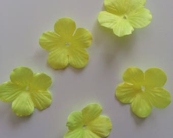 lot de 5 fleurs en tissu jaune 35mm