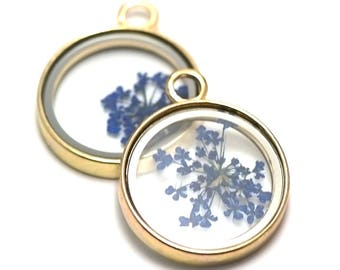 1 blue glass with a real flower pendant, 35 x 28 x 5 mm, gold