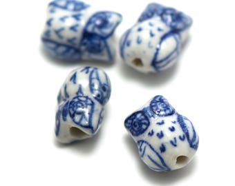 """2 beads porcelain """"Caribou"""" 17 x 15 mm, blue on white background"""