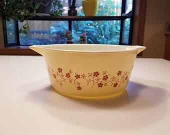 Trailing flowers two and a half quart Pyrex casserole dish