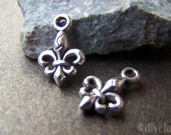 A fleur de lys steampunk Silver Pendant