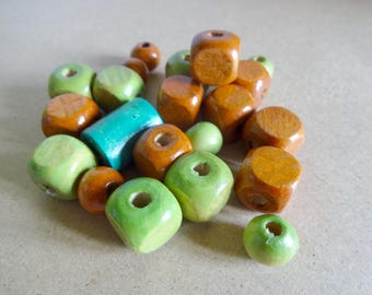 Set of (x 21) assorted wooden beads - Brown and green