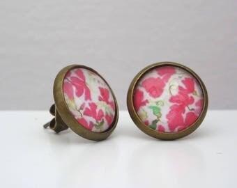 Pink flower motif Stud cabochon earrings