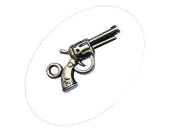 A pendant, pistol, silver, 24 x 11 mm, hole 2 mm