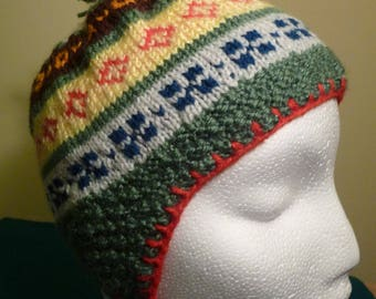 Hat with ear-flaps, knitted in Fair Isle, green, yellow, red. Bonnet  peruvien, tricoté jacquard vert/multi, pour garcon ou fille