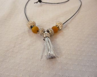 Tassel necklace in brown and silver