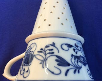 Medium Meissen-Style Porcelain Blue Onion Funnel Kitchen Strainer Blue & White